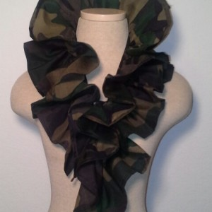 Ruffle Collar - Traditional Camouflage
